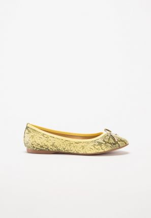 Take a walk on the wild side in this pair of chic ladies' snake print ballerinas
